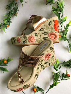 33 Japanese Sandals That Will Make You Look Cool - Shoes Vol Style Pretty Shoes, Cute Shoes, Indian Shoes, Bridal Sandals, Hyderabad, Look Cool, Wedge Shoes, Shoes Heels Wedges, Wedges Outfit