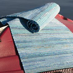 OHJE: Sininen räsymatto Pattern Design, Free Pattern, Rug Yarn, Striped Rug, Time Shop, Weaving Patterns, Scandinavian Style, Twine, Carpet