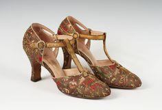 Evening shoes, Saks Fifth Avenue, c. 1920s Fashion Women, Vintage Fashion, Women's Fashion, Retro Shoes, Vintage Shoes, Vintage Glamour, Vintage Ladies, Dress Up Shoes, Women's Shoes