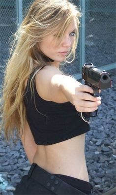 Here you find very hot and dangerous Women & Guns, Military Girls, IDF Roses. Gi Joe, Girls Are Awesome, Military Women, Military Army, N Girls, Badass Women, Girl Photos, Guns, Beautiful Women