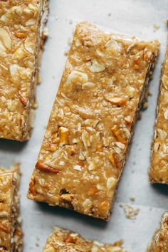 The BEST Soft Granola Bars - Made with PB, honey, vanilla, oats, pretzels… Biscuits, Peanut Butter Recipes, Peanut Butter Pretzel, Healthy Snacks, Healthy Recipes, Healthy Breakfasts, Vegan Snacks, Healthy Habits, Healthy Eating