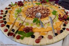 Cheese+Platter+Ideas | did get a photo of the cheese platter before dinner. I hope that ... Cold Cuts, Tasty, Yummy Food, Cheesy Recipes, Cheese Bread, Cheese Platters, Menu Planning, Charcuterie, Platter Ideas