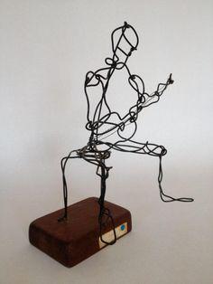 Wire Sculpture Man Playing Guitar @flea_pop