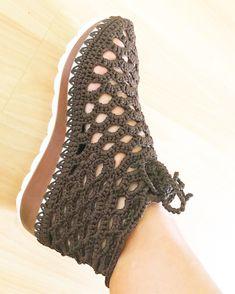 Crochet Sandals, Crochet Boots, Crochet Slippers, Crochet Clothes, Lace Toms, Pikachu Crochet, Plaid Crochet, Toms Espadrilles, Cute Slippers