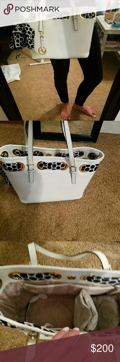 Micheal Kors purse white authentic like new Beautiful white Micheal Kors purse with Micheal Kors scarf beautiful purse used a handful of times. Smoke free pet free home Micheal Kors  Bags Shoulder Bags
