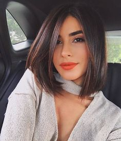 Shoulder length hair is the ideal haircut for women who have a lot to do so they don't have time to take care of their hair. Hairstyles for shoulder length hair are easy to manage and stylish… Medium Length Hair Straight, Medium Hair Cuts, Short Hair Cuts, Medium Hair Styles, Haircut Medium, Haircut Bob, Haircut Short, Straight Wigs, Short Straight Bob