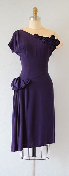 vintage 1940s dress | lovely details purple is a very rare color to last through the ages