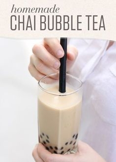 Chai Bubble Tea Homemade bubble tea is easy! Try this recipe with just 4 ingredients --- Numi Organic Golden Chai, creamy coconut milk, honey and tapioca pearls. Yummy Drinks, Healthy Drinks, Milk Tea Recipes, Boba Drink, Homemade Bubbles, How To Make Ice Coffee, Tea Blog, Smoothie Drinks, Drinking Tea