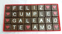 Mensaje de chocolate de cumpleaños de cuatro líneas.