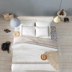 Lenjerii de pat dantela - Karya. Adevarate aparitii, elegante si sofisticate, atat datorita decorarii, cat si datorita culorii naturale.