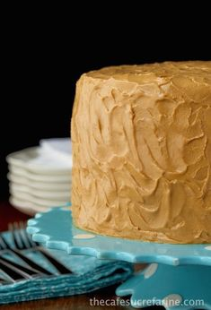 """Caramel Cake Best Caramel Cake Recipe - Moist, tender, fabulous cake with a """"to die for"""" icing!Best Caramel Cake Recipe - Moist, tender, fabulous cake with a """"to die for"""" icing! Cool Whip, Cake Icing, Eat Cake, Food Cakes, Cupcake Cakes, Cupcakes, Bundt Cakes, Graham Crackers, Flan"""