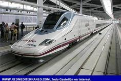 Tren de la serie 130 circulando por una línea de alta velocidad, España