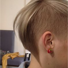 Undercut hair~ I like how it fades from buzzed to longer behind the ear