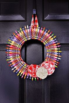"""Teacher Gifts Teachers gifts crayon wreath """"According to my calculations this is going to be a good year. Kids Crafts, Cute Crafts, Diy And Crafts, Craft Projects, Arts And Crafts, Wood Crafts, Cute Teacher Gifts, Teacher Appreciation Gifts, Teacher Stuff"""