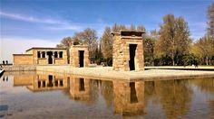 El Templo de Debod es un edificio del antiguo Egipto  que se encuentra  al oeste de la Plaza de España, junto al Paseo del Pintor Rosales. en Madrid