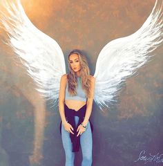 Angel wings art - Photo via ↪ nation tag your beauties getgirlsoutfits Street Art Graffiti, Graffiti Wall, Angel Wings Painting, Angel Wings Wall Art, Sidewalk Chalk Art, Amazing Street Art, Mural Wall Art, Photo Art, Photoshoot