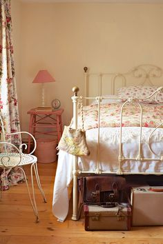Annie and John Mash have sympathetically reworked an old stone cottage in Dorset with uplifting colours and an assortment of collected brocante Irish Cottage, Old Cottage, Cottage Plan, Shabby Cottage, Cottage Chic, Cottage Style, Romantic Cottage, Cottage Farmhouse, Cottage Gardens