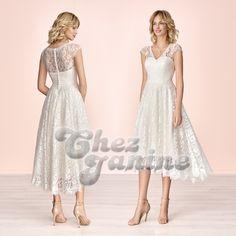 Ob als keckes Brautkleid für die Kirche oder fürs Standesamt... mit diesem leichten luftigen Spitzenkleid hat die Braut einen erfrischenden Auftritt. Formal Dresses, Fashion, Marriage Dress, Evening Dresses, Dresses For Formal, Moda, Fashion Styles, Fasion, Gowns