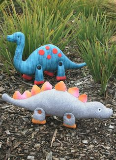 Rumble & Clomp : Dinosaur PDF sewing pattern. Dinosaur sewing pattern, plush dinosaur, dinosaur softie