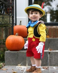 DIY Pinocchio Halloween Costume Pinocchio DIY Halloween Kostüm You are in the right place about DIY Carnival mask Here we offer you the most beautiful pictures about Halloween Costume Diy, Family Halloween Costumes, Halloween Kids, Group Halloween, Halloween Stuff, Halloween Makeup, Halloween Decorations, Costume Carnaval, Carnival Costumes