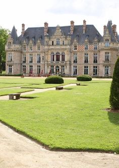 Château d'Esclimont, Bleury-Saint-Symphorien, France Plus Beautiful Castles, Beautiful Buildings, Beautiful Places, Castle Ruins, Castle House, French Architecture, Beautiful Architecture, Saint Symphorien, Palaces