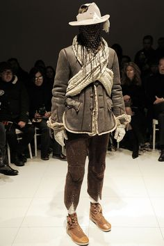 See all the Collection photos from Number (N)Ine Autumn/Winter 2009 Menswear now on British Vogue New Fashion, High Fashion, Fashion Styles, Fashion Brands, The Soloist, Fall Winter, Autumn, Shearling Jacket, Sailor