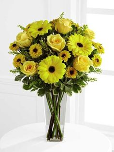 Yellow Flowers In A Vase Daylight Bouquet Deluxe Ftd C3 4431d