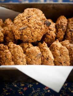 ciastka-owsiane-z-czekolada Kinds Of Desserts, Easy Desserts, Delicious Desserts, Sweet Little Things, Oatmeal Cookies, Tea Party, Recipies, Lunch Box, Food And Drink