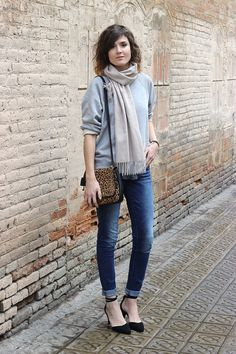slim jeans, sweatshirt and a touch of leopard. | Mango & Salt