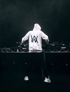 50 best Alan Walker Wallpaper Hd pictures in the best available resolution. Avicii, Dj Alan Walker, Adam Beyer, Walker Join, Home Music, Electro Music, Group Pictures, Music Artists, Dj Logo