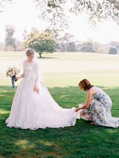How moms can make their daughter's wedding day as easy as possible | Brides.com