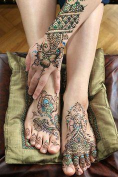 Resultado de imagen para Dibujos hindues en las manos tattoo en colores