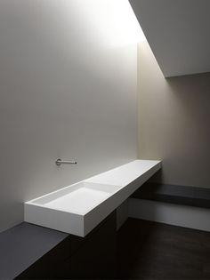 minimalistic bath interior: B. Hotel | bathroom . Bad . salle de bain | Design: Zapco | Photo: Johannes Marburg |