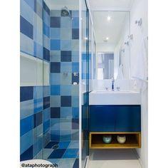 • Banheiro Azul • Projeto Duda Senna • Foto @ataphotograph • Produção DS + @apto41 #banheiro #bath #banho #bano #ladrilhohidraulico ##dudasennahomedecor #decor #interiores #interiorstyle #arquitetura #decoração #homedecor #dicasdedecoração #projetodearquitetura #acompanhamentodeobras #escritoriodearquitetura #arquiteturaedecoração #dudasennaarquiteturaedecoração #projetodudasenna #produçãodudasenna #decoraçãodudasenna