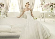 Pronovias 'Alcanar' size 0 used wedding dress - Nearly Newlywed