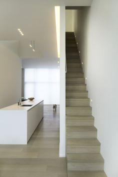 trap naar boven langs keuken