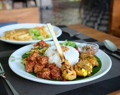 #staycation lunch di @GrandZuriKutaBali menyajikan Nasi Campur Bali yang nikmat & Pedas by foodcious