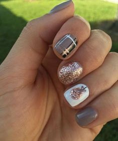 43 Suprising Nails To Get You Into The Christmas Spirit - Page 23 of 43 - Veguci. - 43 Suprising Nails To Get You Into The Christmas Spirit – Page 23 of 43 – Veguci Snowfla - Christmas Tree Nails, Xmas Nails, Fun Nails, Diy Holiday Nails, Winter Christmas, Christmas Naila, Fall Toe Nails, Halloween Nails, Autumn Nails