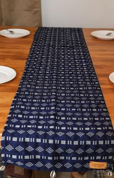 100% fait main African Fabric, Wax, Fabrics, Inspiration, Home Decor, Blue Tables, Cotton Canvas, Traditional, African