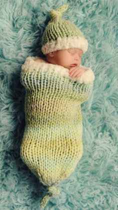 Free Knitting Pattern: Sweet Dreams Baby Cocoon and Hat Set