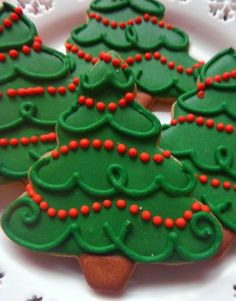 30 Ideas Cookies Decorated Christmas TreeYou can find Decorated sugar cookies and more on our Ideas Cookies Decorated Christmas Tree Christmas Tree Cookies, Iced Cookies, Christmas Sweets, Christmas Cooking, Holiday Cookies, Holiday Baking, Christmas Desserts, Christmas Christmas, Simple Christmas
