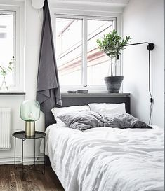 Love linen bedding! http://www.naturalbedcompany.co.uk/shop/bedding/linen-bedding/