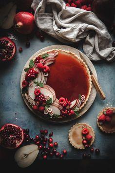 White Chocolate Custard Tart + Pomegranate Gelee - The Kitchen McCabe Weiße Schokoladen-Vanillepudding-Torte + Granatapfel-Gelee Köstliche Desserts, Delicious Desserts, Dessert Recipes, Yummy Food, Wedding Desserts, Dessert Tarts, Fruit Dessert, Sweet Desserts, Plated Desserts