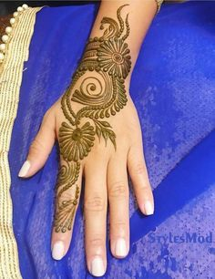 Image may contain: one or more people and closeup - Mehandi designs, Henna designs, Easy Tattoos - Henna Designs Hand