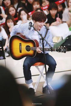 정세운 (Jung Sewoon) since he didn't make it into Wanna One I can love him as a solo artist. right starship?