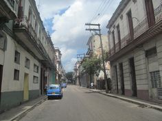 La Habana es la provincia más pequeña de Cuba y la más poblada con alrededor del 20% de la población (2.135.498 habitantes). Las costas ocupan todo el límite norte a escasos metros sobre el nivel del mar, esto despierta preocupaciones sobre todo por el impacto que el cambio climático pudiera tener.