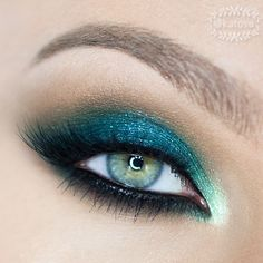 Turn heads with this Green & Teal Smokey Eyes Tutorial! Full video reveals step-by-step how to get this unforgettable look!