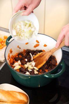 Hummus, Oatmeal, Breakfast, Ethnic Recipes, Food, The Oatmeal, Morning Coffee, Rolled Oats, Essen