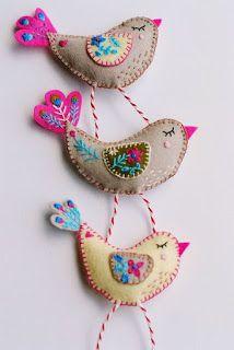 ✄ A Fondness for Felt ✄ felted craft diy inspiration - felt birds by… Bird Crafts, Felt Crafts, Fabric Crafts, Sewing Crafts, Sewing Projects, Felt Projects, Fabric Birds, Felt Fabric, Ornament Pattern