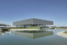 Adidas disguises office block as an arena: Behnisch Architekten has completed an office and reception building that looks like a sports arena at the Adidas headquarters in Herzogenaurach, Germany. Architecture Design, Facade Design, Amazing Architecture, Hall Design, Campus Adidas, Floating Staircase, Main Entrance, World Of Sports, Landscape Design
